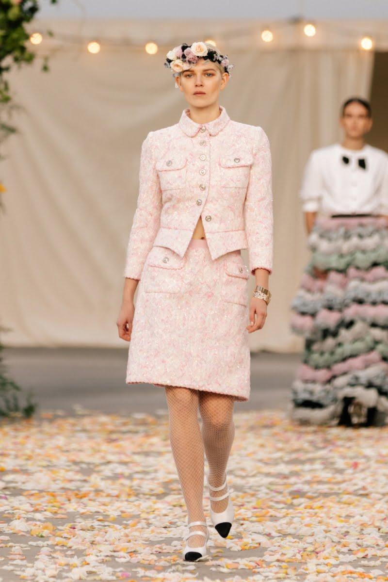 Bu görsel boş bir alt niteliğe sahip; dosya adı 00011-Chanel-Couture-Spring-21-800x1200.jpg