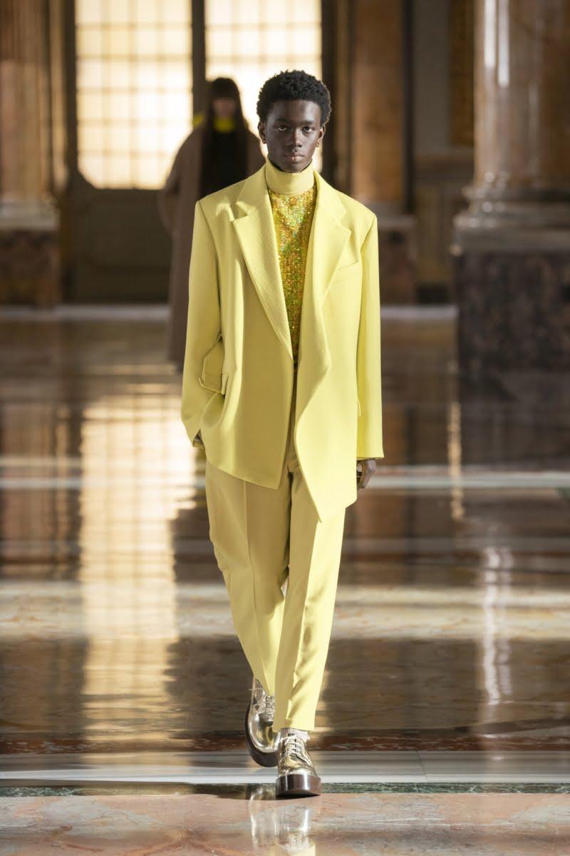 Bu görsel boş bir alt niteliğe sahip; dosya adı 00019-Valentino-Couture-Spring-21-800x1200.jpg