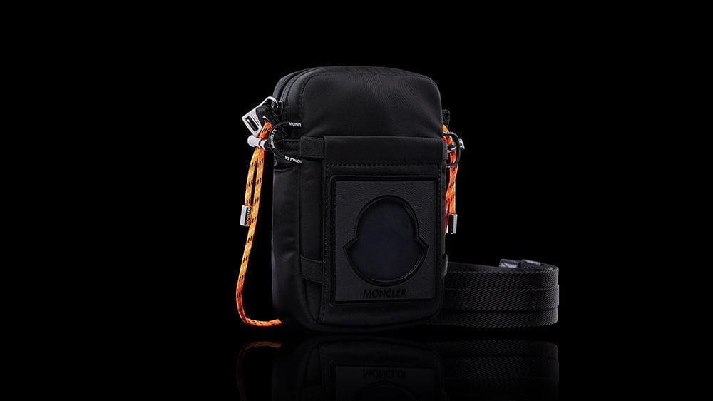 Bu görsel boş bir alt niteliğe sahip; dosya adı Moncler-Extreme-Phone-Case-01.jpg