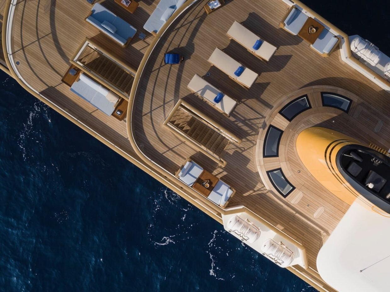 Bu görsel boş bir alt niteliğe sahip; dosya adı Deck-close-up-©Guillaume-Plisson-for-Turquoise-Yachts-1-1240x929.jpeg