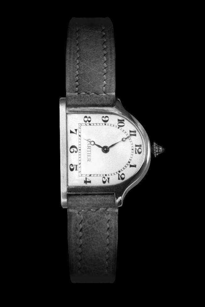 Bu görsel boş bir alt niteliğe sahip; dosya adı Cartier-Cloche-1922.jpg