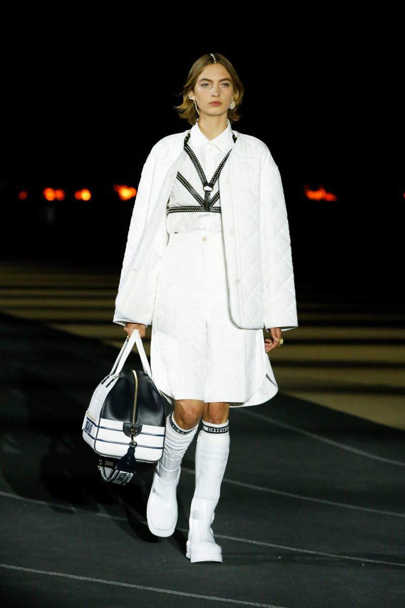 Bu görsel boş bir alt niteliğe sahip; dosya adı 00002-Dior-Resort-2022-credit-brand-800x1200.jpeg