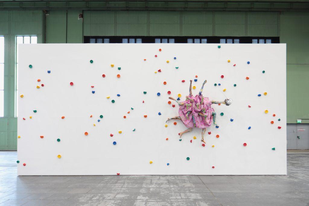 Bu görsel boş bir alt niteliğe sahip; dosya adı Installation-view-Kris-Lemsalu-Diversity-United-Berlin.-Foto_-Silke-Briel-1024x683-1.jpg